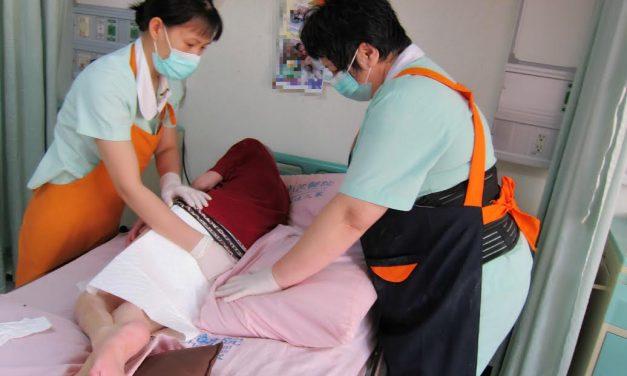 皮膚護理:長期臥床要防壓瘡