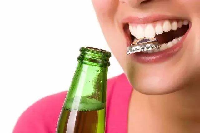 """被""""神化""""的口腔種植牙"""